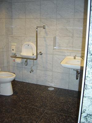 品川イーストワンタワー1F福祉トイレ