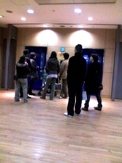 デックス3階のエレベーター