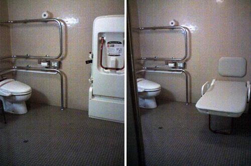 車椅子対応トイレ①簡易ベッド閉じた状態の写真②簡易ベッドが開いた状態の写真