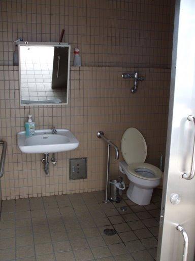 日の出桟橋トイレ