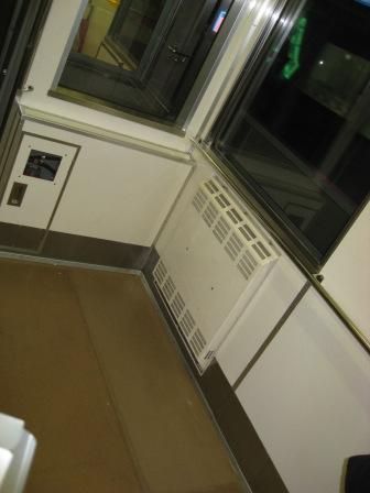東急大井町線車内車椅子スペースの写真